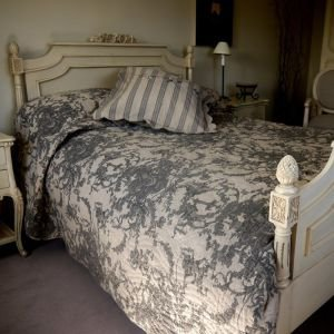 King Size Hand Quilted Beige Charcoal Cherubs Reversible Toile Bed Cover