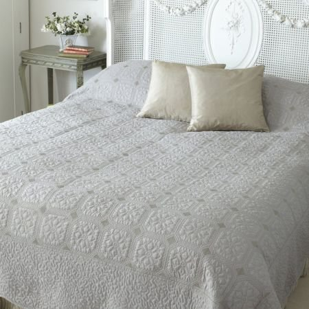 Double Victoria Beige Taupe Bed Cover