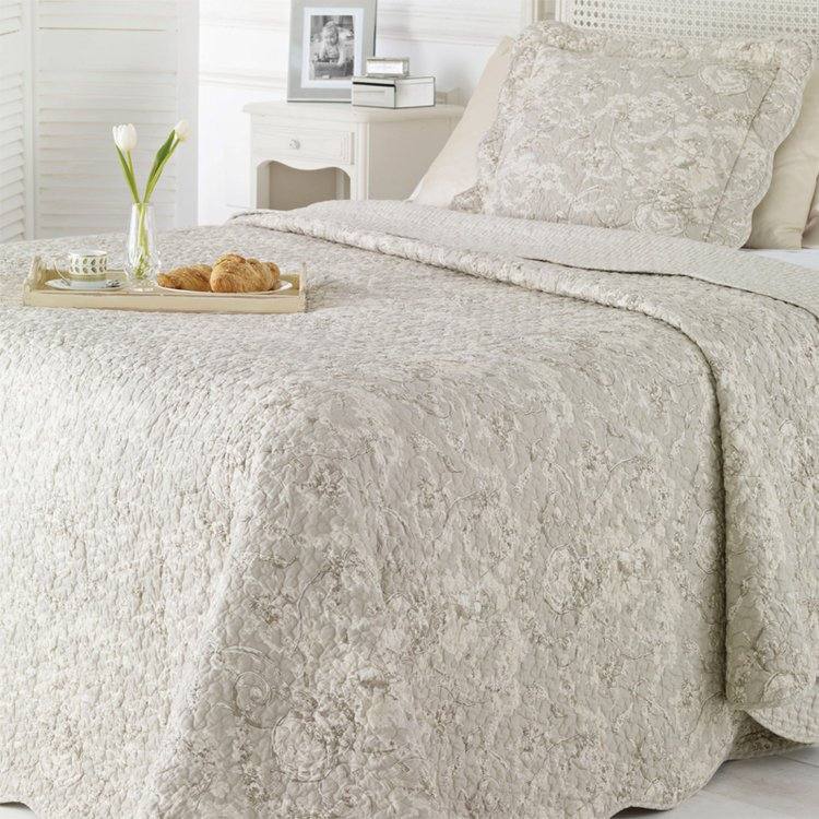triple your results at quilted bed covers in half the time bangdodo. Black Bedroom Furniture Sets. Home Design Ideas