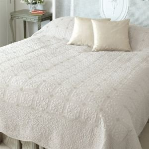 Double Victoria Ivory Quilted Bed Cover