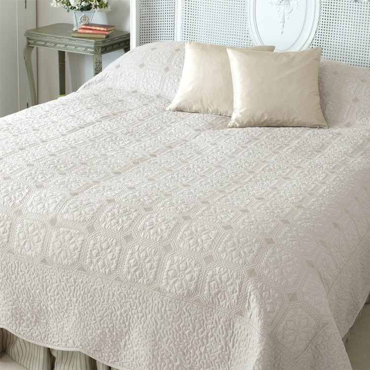 Kingsize Ivory Victoria Quilted French Country Bedding Cover